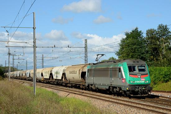 Un train complet de céréales reliant Dijon à l'Italie.