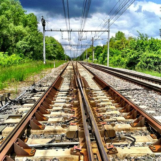 A gauche, Mâcon TGV, à droite, Mâcon ville.