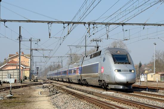 Rame TGV POS en livrée grise et bleue
