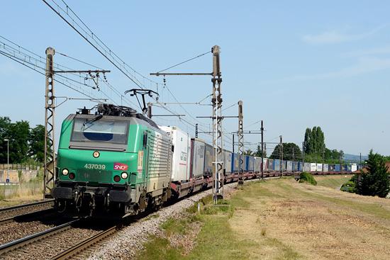 L'autoroute ferroviaire Bettembourg - Le Boulou Perthus et ses wagons surbaissés.