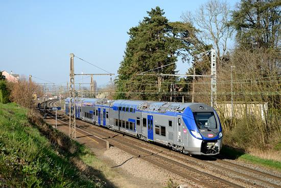 Une rame Bombardier Regio2N en essais entre Mâcon et Valence.