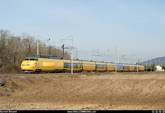 Rame TGV Postal 951 à Ambronay.