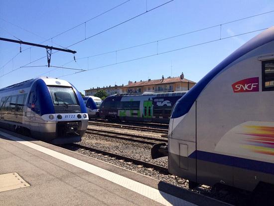 Le 11 juin 2013, les rames dorment en gare de Bourg en Bresse.