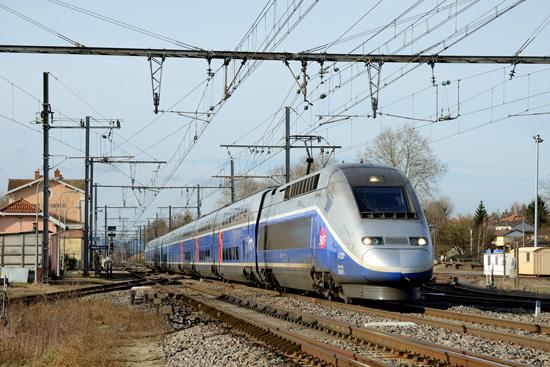 Rame EuroDuplex de la série 3UA à Pont de Veyle.