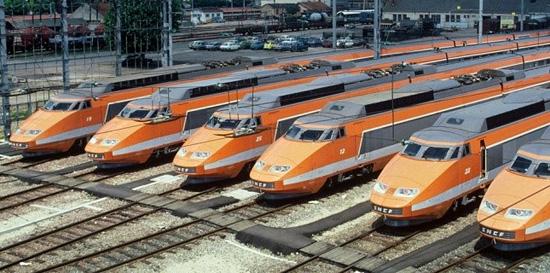 Pour le plaisir des yeux, les rames TGV Sud Est en livrée d'origine. Photo D.R.