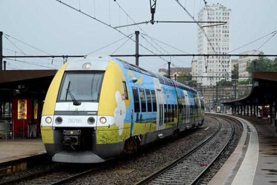 X 76795 en gare de Dijon ville.