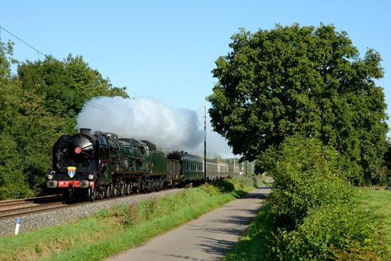 La 241P 17, au passage à Perrex (01).