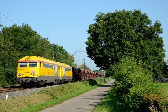 Deux 67400 de l'Infra sur l train 53851 (Mâcon - Ambérieu).