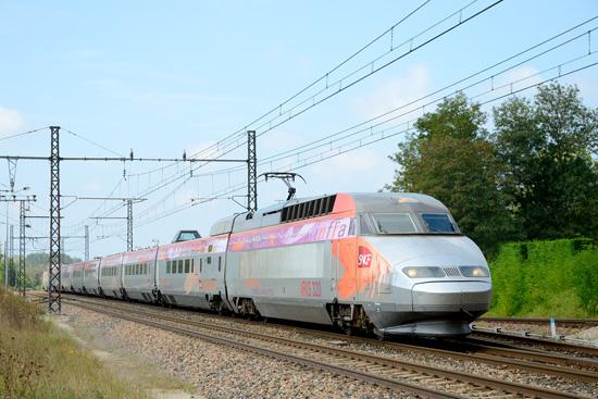 22/10/2014 - Iris 320 se rend à Bourg en Bresse et est vue à Vonnas.