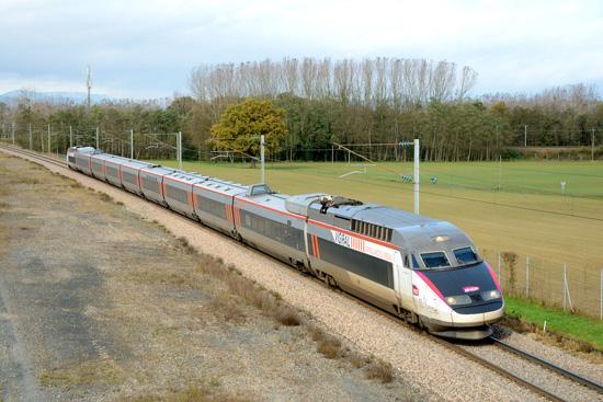 11/11/2014 - Iris 320 repart de Mâcon ville pour Bourgoin Jallieu.