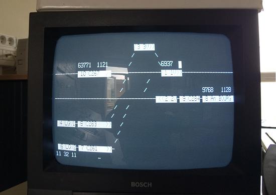 L'écran du SAAT, avec des trains partout.