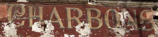 La vieille enseigne d'un vendeur de charbon. - CC BY-NC-ND - Aalain